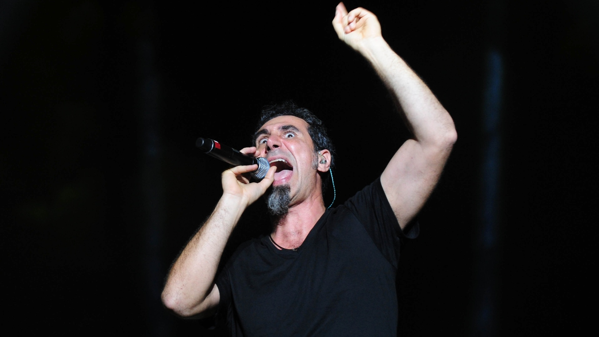 25.set. 2015 - O vocalista Serj Tankian da banda de metal americana System of a Down durante show que fez na Arena Anhembi, em São Paulo