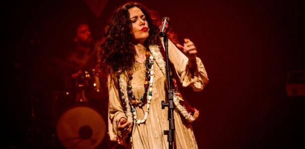 Atriz brasiliense Carol Fazu interpreta Janis Joplin em musical