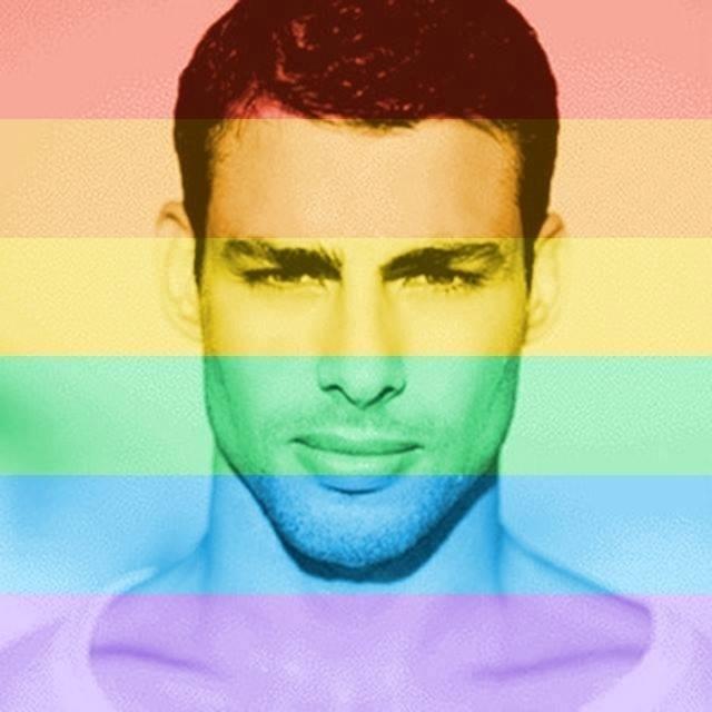 26.jun.2015- Cauã Reymond muda sua foto do Facebook com um filtro de arco-íris em apoio a legalização do casamento gay em todo o território norte-americano, em uma decisão elogiada até pelo presidente Barack Obama