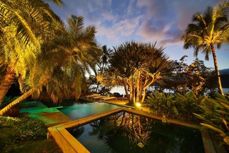 plantas para jardim tropical : plantas para jardim tropical:De frente para o mar, o jardim tropical desta casa em Ilhabela (SP
