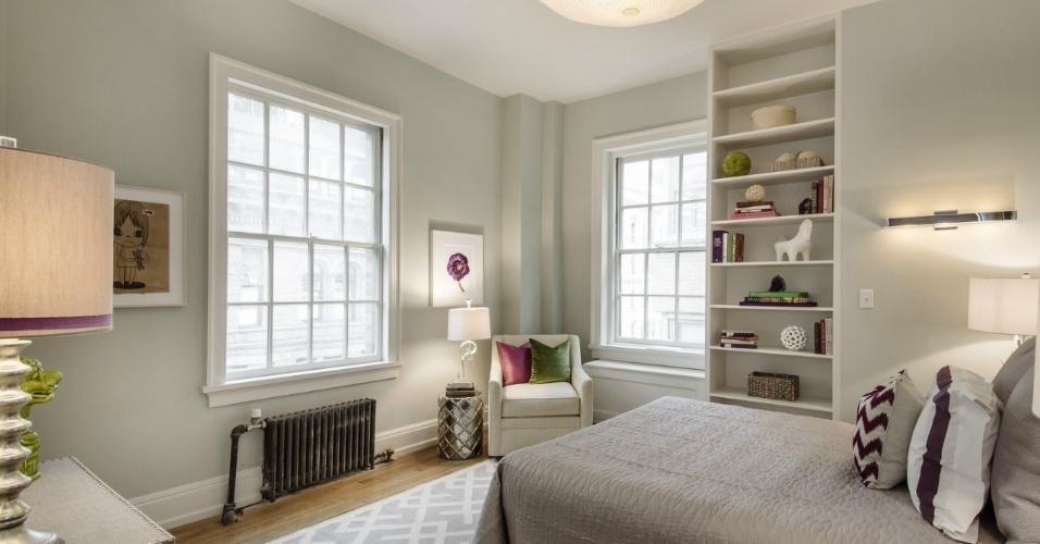 Detalhe de um dos cinco quartos da cobertura que Uma Thurman está vendendo por R$ 22 milhões, em Nova York. A decoração desenvolvida pela designer Maeve Carr para o espaço tem detalhes em tons de roxo e verde