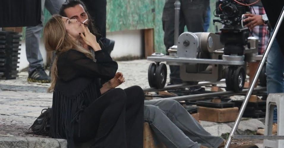 """22.jul.2015 - Na tarde desta quarta-feira, Grazi foi fotografando gravando cenas de """"Verdades Secretas"""" na Barra da Tijuca, na zona oeste do Rio de Janeiro. Na trama, a atriz vive a modelo Larissa, que é viciada em drogas"""