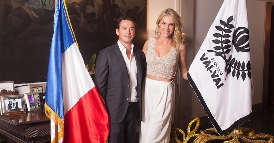 Ana Hickmann e o cônsul da França no Brasil Damian Loras