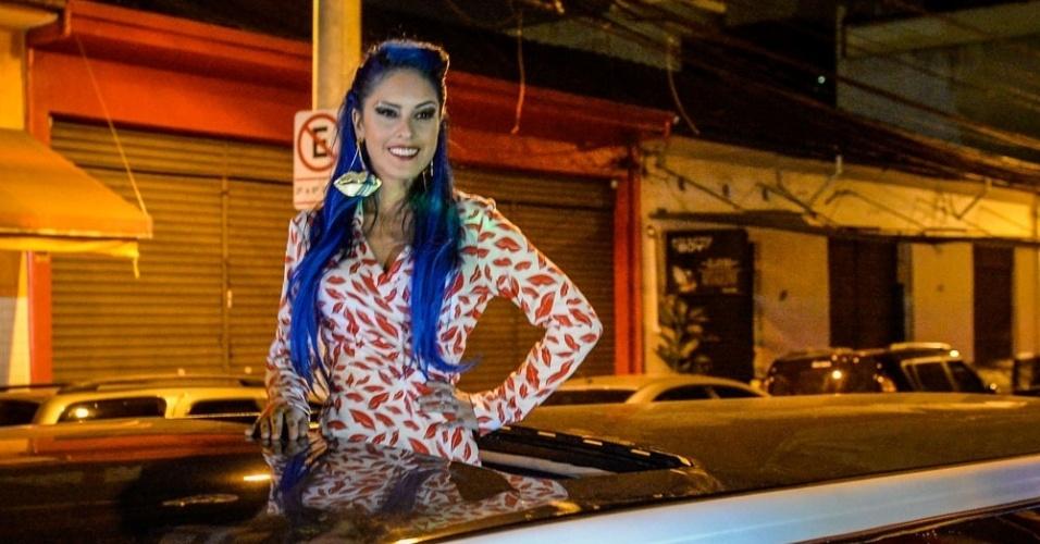 """14.jul.2015 - Capa do mês de julho da revista """"Playboy"""", Tati Zaqui lança sua edição em uma balada na cidade de São Paulo. Ela estourou no país requebrado e cantando o hit """"Pararatibum"""". Glamourosa, chegou de limosine"""