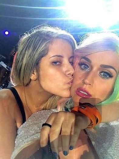 Resultado do selfie que a fã Rayane Souza tirou com Katy Perry