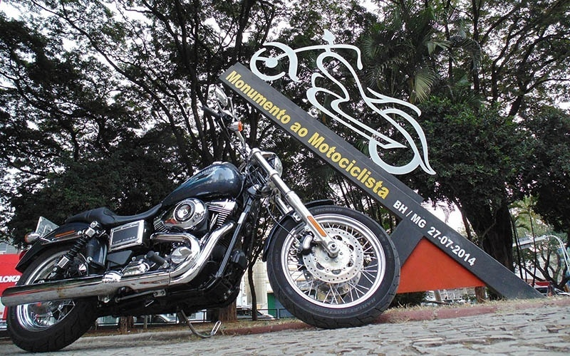 Harley-Davidson Low Rider passeia em Belo Horizonte