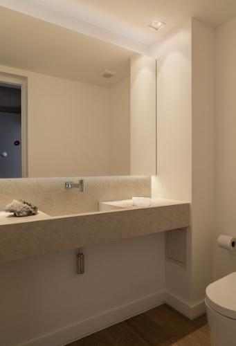 uol decoracao lavabo:lavabo que fica logo na entrada do apê reformado pelo arquiteto