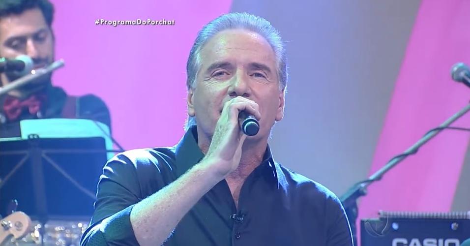 24.out.2016 - Roberto Justus canta a música