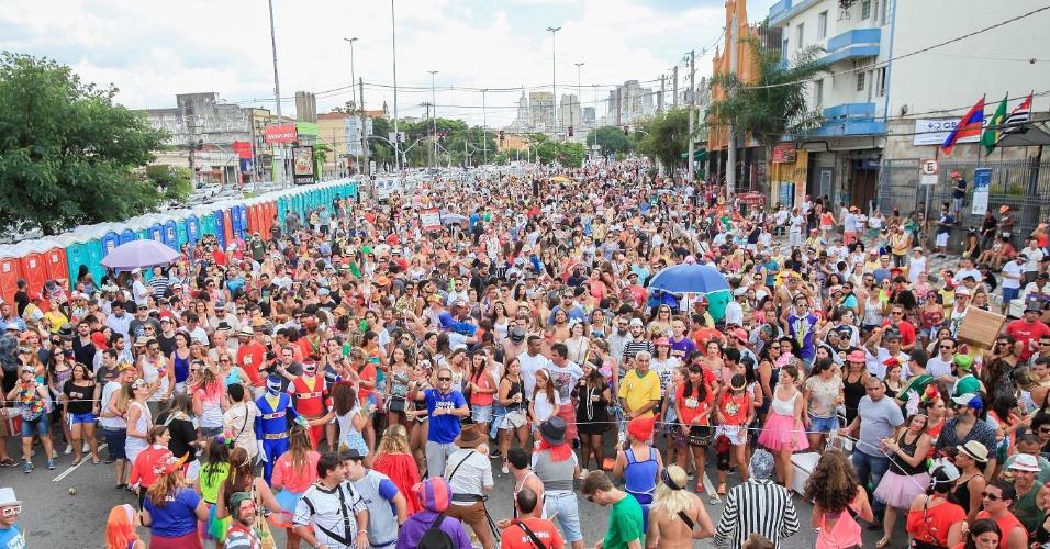 Depois da passagem do Bangalafumenga, o Chega Mais toma conta da avenida Tiradentes, em São Paulo