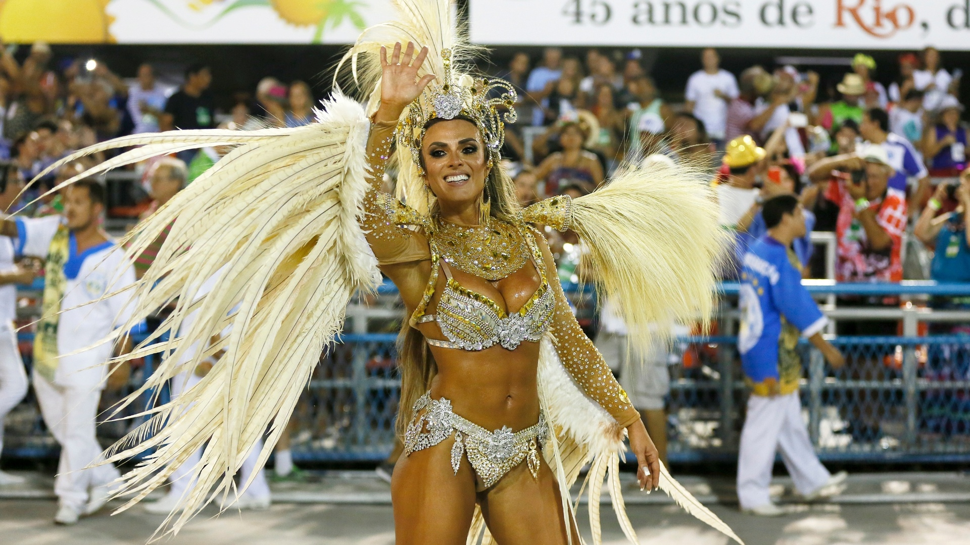 8.fev.2016 - Nicole Bahls é um dos destaques de chão da escola de samba Vila Isabel