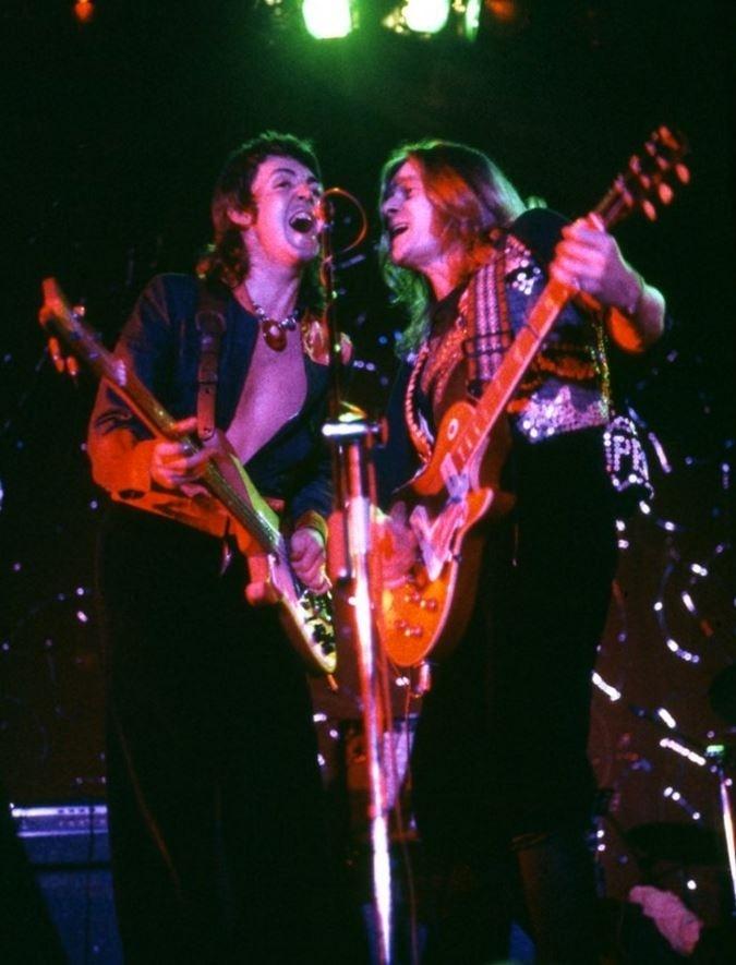 Paul McCartney e o guitarrista Henry McCullough na época da banda Wings