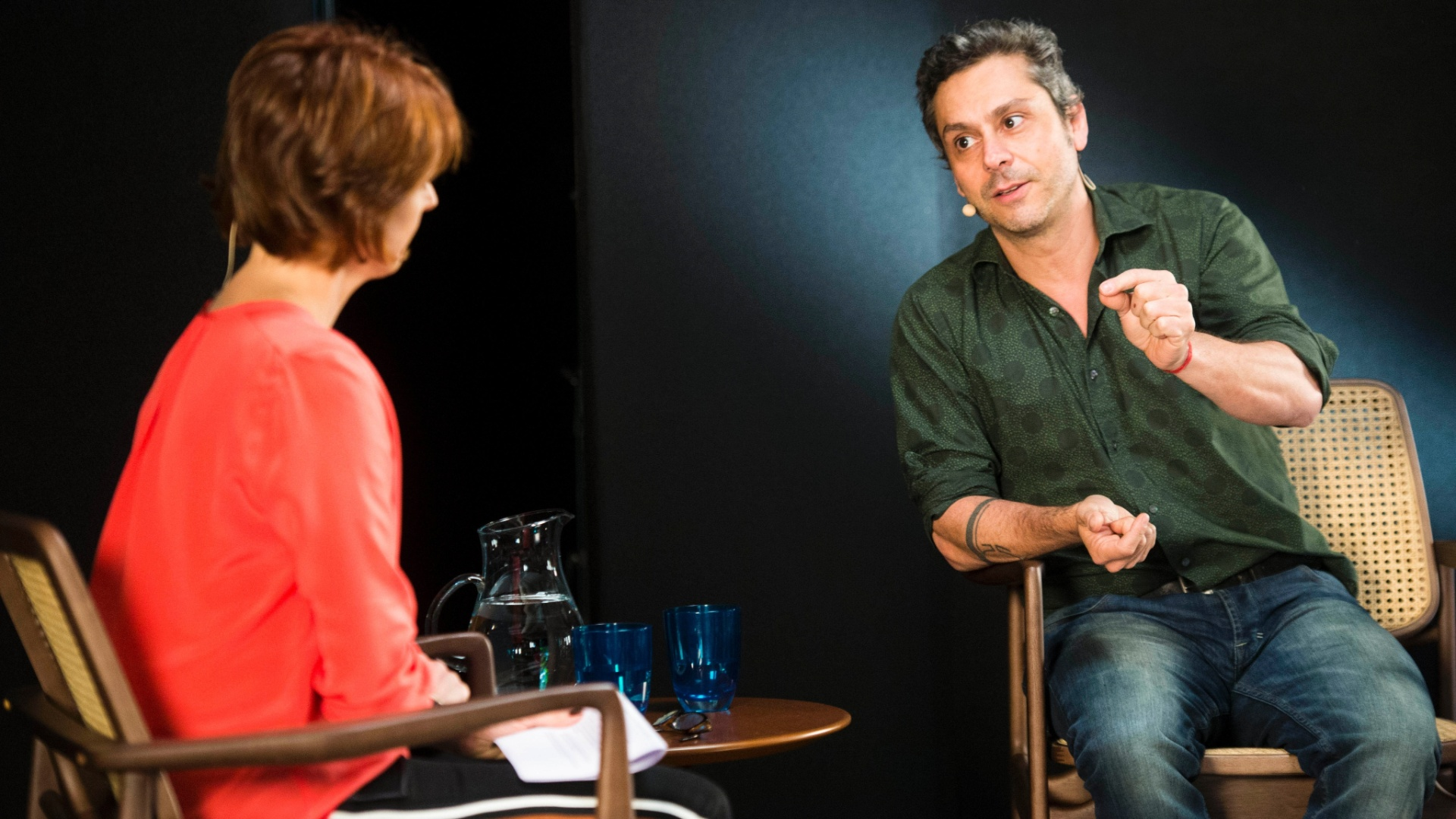 Alexandre Nero é entrevistado por Bianca Ramoneda para o programa