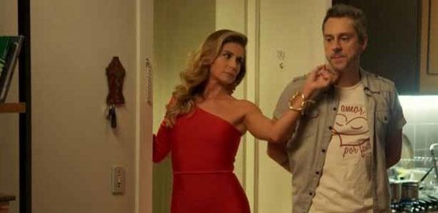 O vestido vermelho usado por Atena (Giovanna Antonelli) em