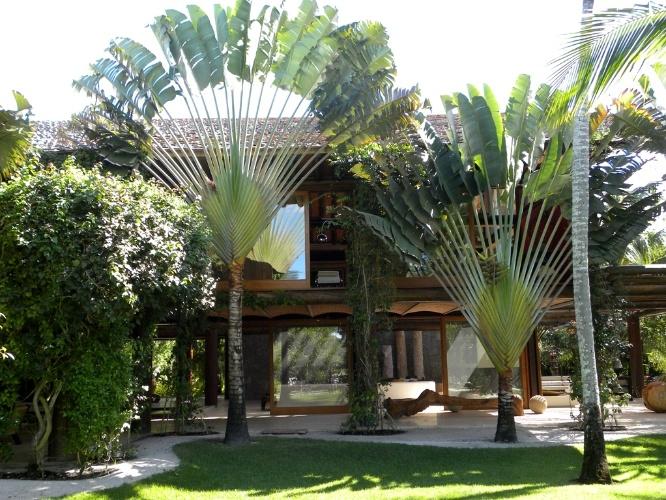 oasis mobiliario jardim: jardim com 11 mil m², desta residência em Trancoso. O projeto é do