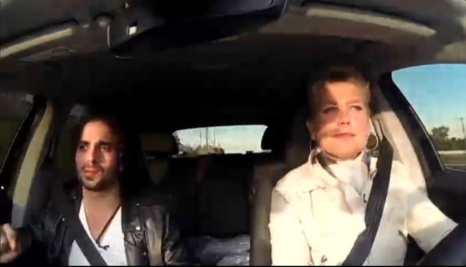 11.jul.2016 - Em entrevista ao programa Xuxa Meneghel