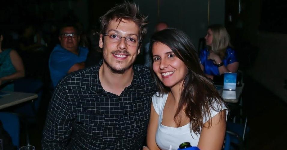 9.out.15 - Fábio Porchat leva a nova namorada, Nataly Mega, ao show turnê