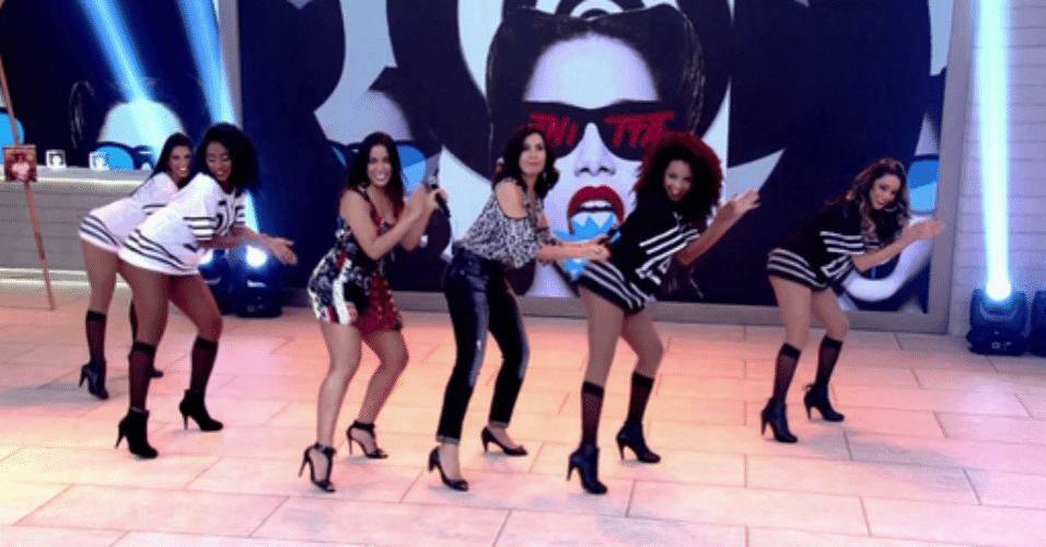 12.nov.2015 - Fátima Bernardes dança ao lado de Anitta