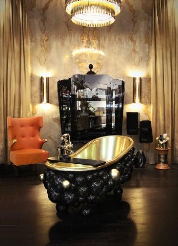Ostentação - Este banheiro, projetado pelos designers da empresa portuguesa Maison Valentina, combina matérias-primas nobres, superfícies brilhantes e um toque de extravagância. Destaque para a banheira em latão polido, laca preta e banho de ouro, formada pelas esferas conectadas entre si, como átomos compondo uma molécula