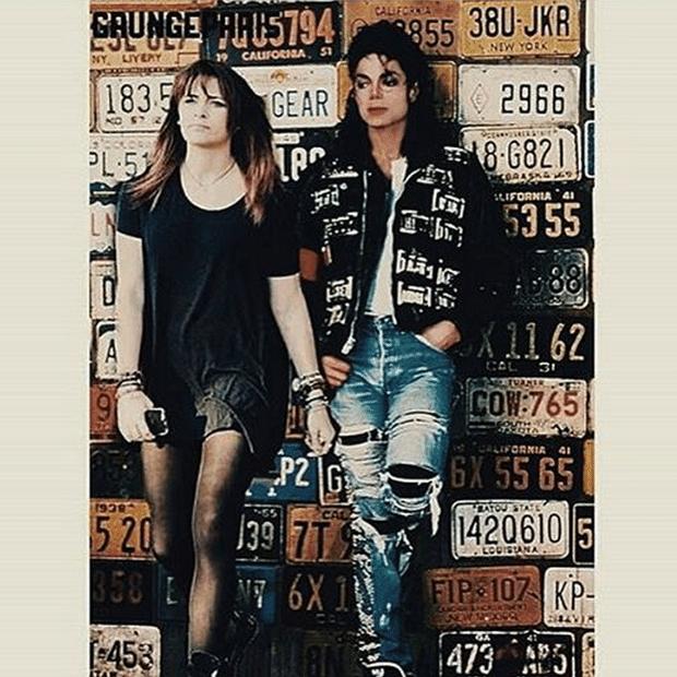 02.out.2015- Paris Jackson resolveu homenagear seu pai, Michael Jackson nesta sexta-feira (2). Ela postou em seu Instagram uma foto montagem ao lado do cantor