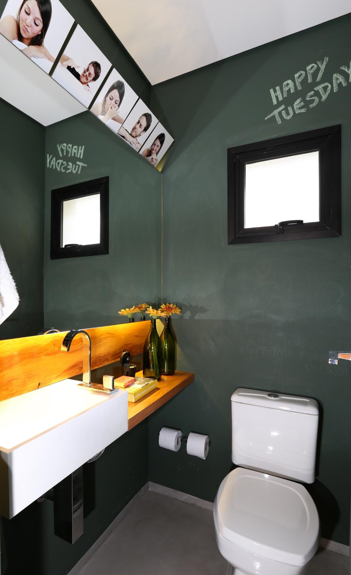 Banheiros: sugestões para decoração tendo muito ou pouco espaço  #C89203 1171x1920 Bancada Banheiro Resina