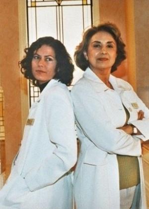 """As atrizes Patrícia Pillar e Eva Wilma, estrelas do seriado """"Mulher"""", que foi ao ar na TV Globo em 1998"""