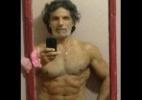 Aos 56 anos, ex-galã global posta foto de cueca e exibe corpo em forma - Reprodução/Facebook