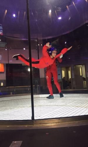 Eliana entrevista a cantora Anitta para o seu programa, que vai ao ar no domingo (22). Após o bate-papo, Anitta é desafiada a encarar um simulador de voo de paraquedas para superar o medo de altura. O programa
