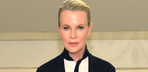 """A atriz Kim Bassinger, 62 anos, deve estrelar novo """"Cinquenta Tons Mais Escuros"""""""