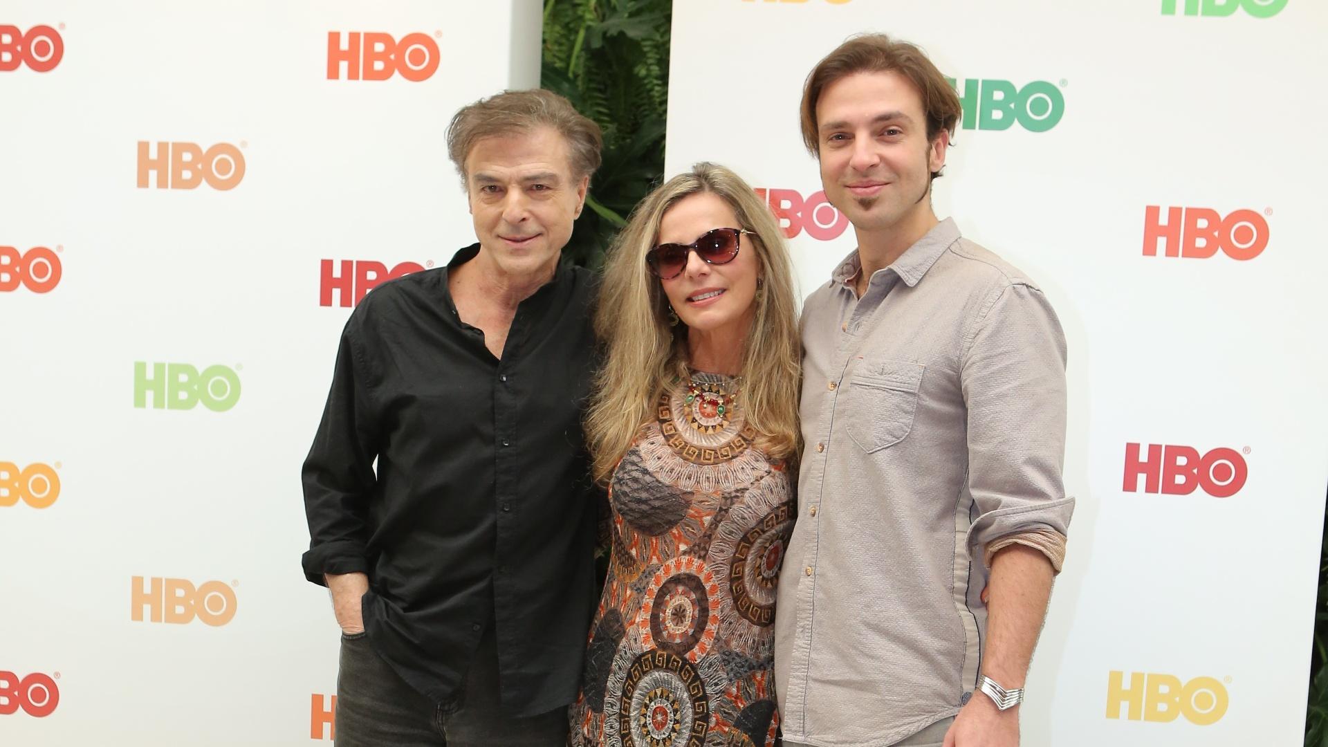 27.jul.2016 - Carlos Alberto Riccelli, Bruna Lombardi e o filho do casal, Kim, anunciam parceria com a HBO para nova série do canal