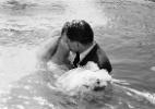 As imagens incríveis de um casamento subaquático feito nos anos 50 (Foto: Reprodução/ Vírgula)