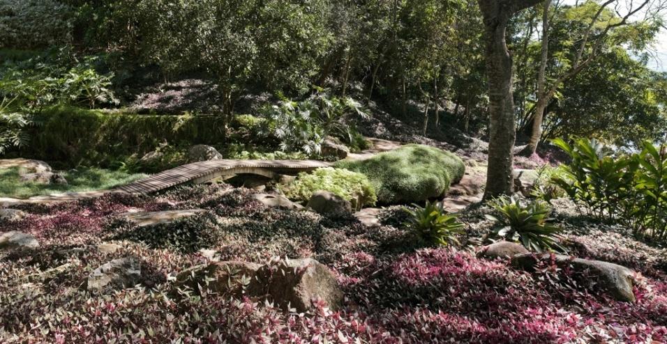 deck jardim telefone:Todos os decks de madeira – também projetados pela paisagista Tania
