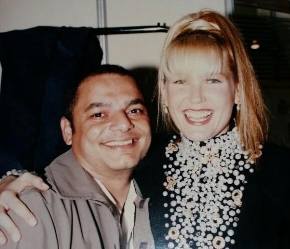 Xuxa Meneghel ao lado de seu figurinista, Willis Ribeiro, nos anos 90