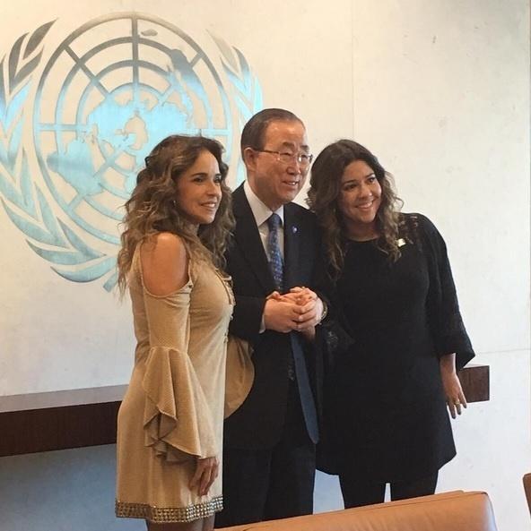 Daniela Mercury e Malu Verçosa posam ao lado do secretário-geral da ONU Ban Ki-moon