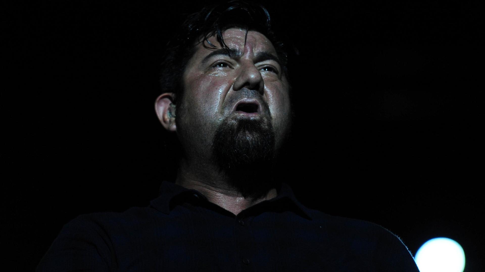 25.set.2015 - O vocalista Chino Moreno durante show da banda Deftones em São Paulo