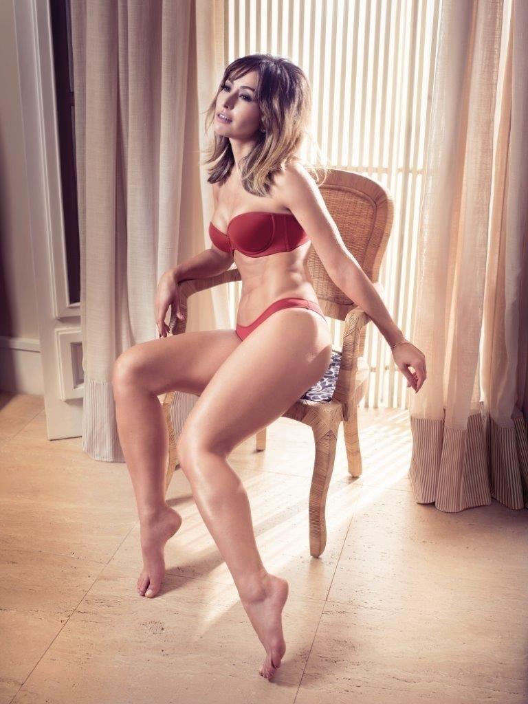 Nos bastidores da campanha de lingeries, Sabrina revelou que para manter o corpão continua praticando Muay Thai e fazendo musculação na academia