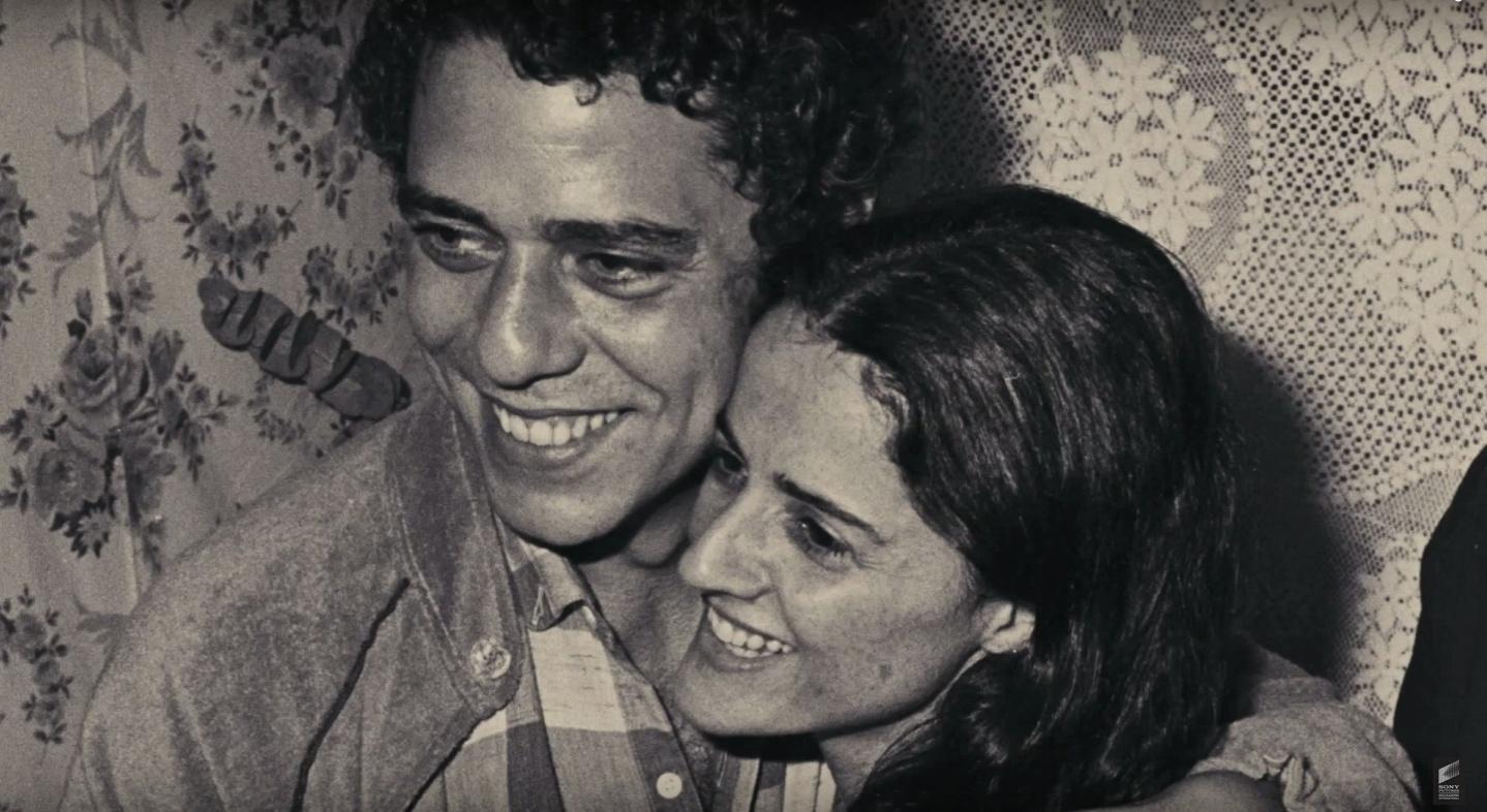 Chico Buarque e Marieta Severo em cena do documentário