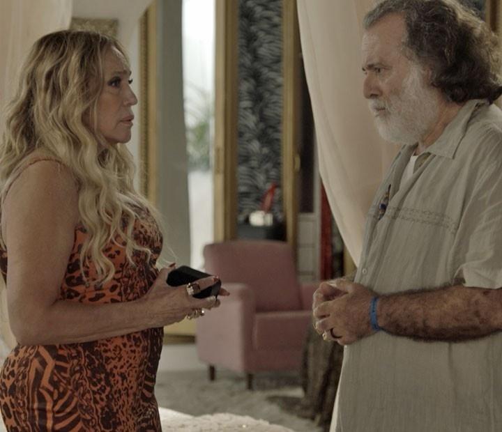 Adisabeba (Susana Vieira) conversa com Zé Maria (Tony Ramos) em