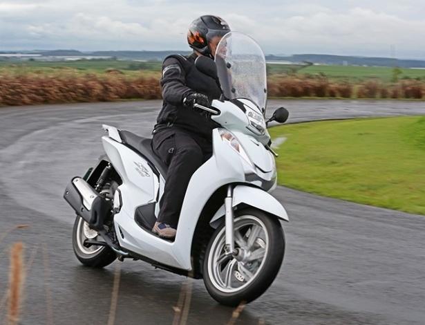 scooter de r 24 mil honda sh 300i quer piloto classe a. Black Bedroom Furniture Sets. Home Design Ideas