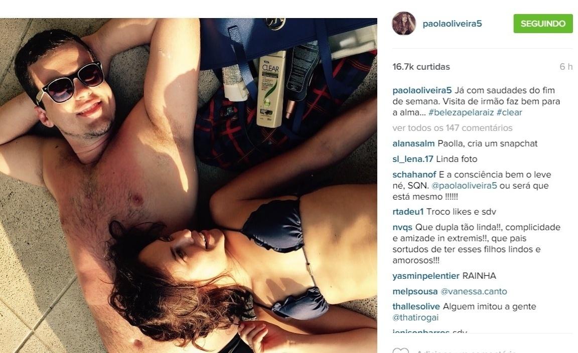 26.ago.2015 - Paolla Oliveira continua em boa forma. Isso porque, na noite desta quarta-feira, a atriz postou uma foto no Instagram em que aparece de biquíni ao lado do irmão.