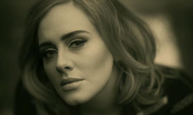 Adele em cena de seu novo videoclipe,