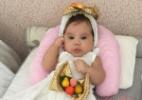 Déborah Secco veste filha de baianinha para comemorar
