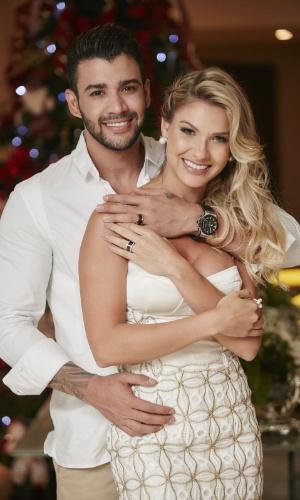 15.dez.2015 - Discretos e sem alarde, Gusttavo Lima e Andressa Suíta se casaram em uma cerimônia íntima só para a família na noite desta terça-feira na casa do cantor em Goiânia