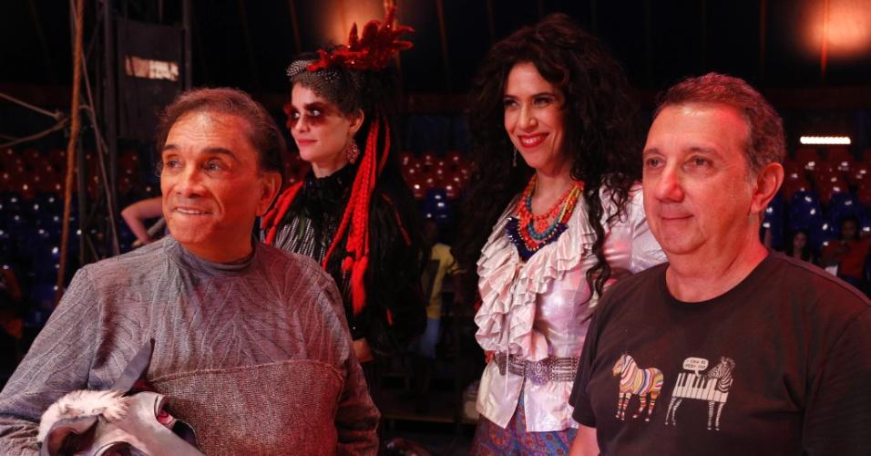 Dedé Santana, Alinne Moraes, Maria Clara Gueiros e o diretor João Daniel Tikhomiroff