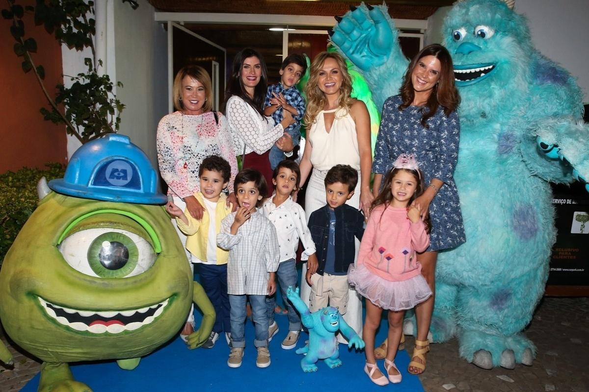 8.ago.2015 - Eliana comemorou os 4 anos do filho Arthur numa casa de festas em São Paulo, neste sábado (8), com presença de famosos