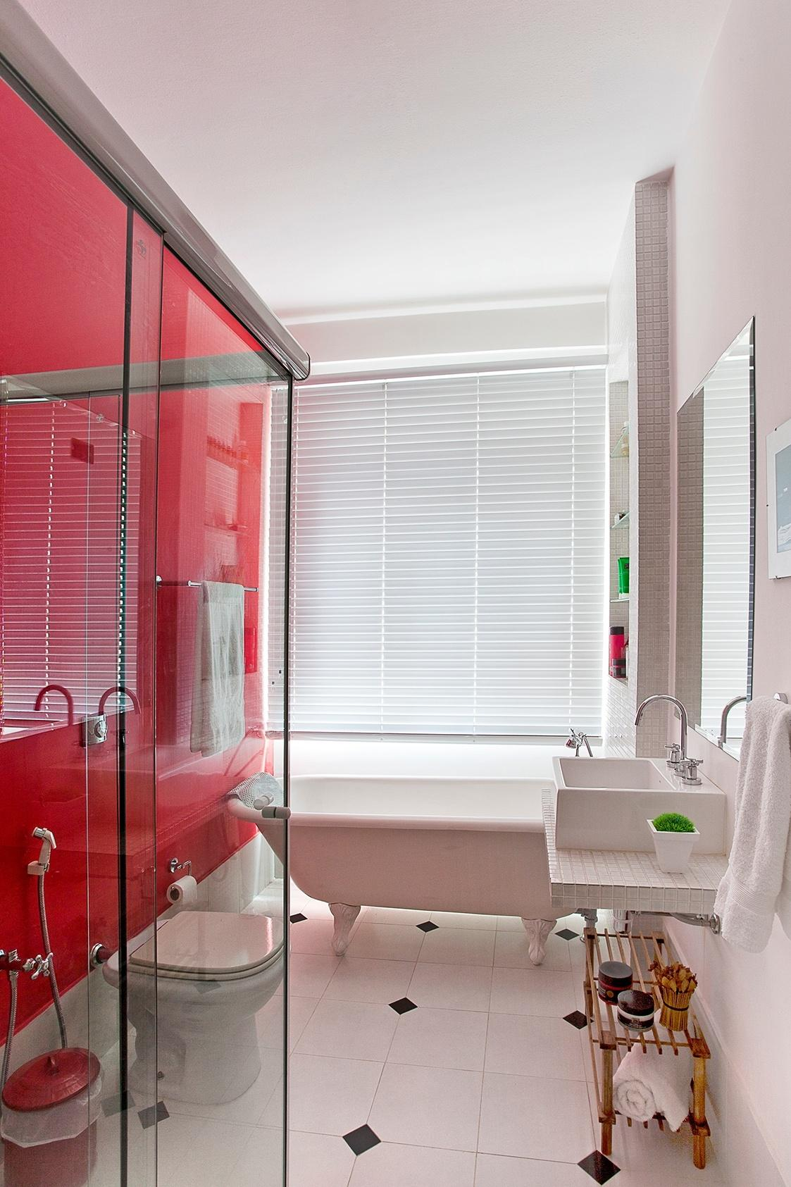 Banheiros: sugestões para decoração tendo muito ou pouco espaço  #9A313D 1123x1685 Banheiro Azulejo Ou Tinta