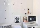 Bolinhas na parede ganham destaque na decoração (Foto: Apartment Therapy/ BBel )