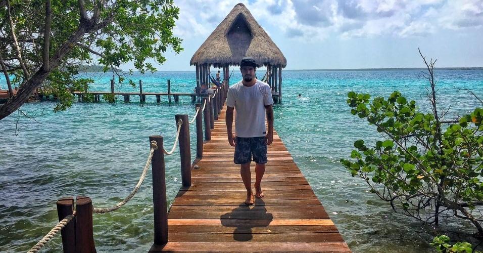 Caio Castro mostra registros da viagem em seu canal no YouTube