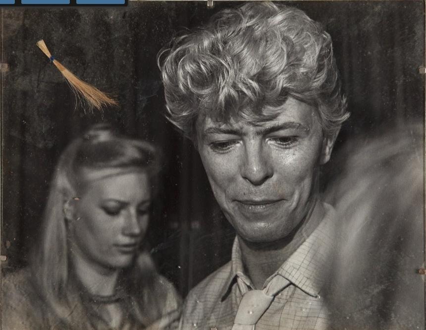 Anúncio da mecha de cabelo atribuída a David Bowie no site da casa de leilões Heritage Auctions