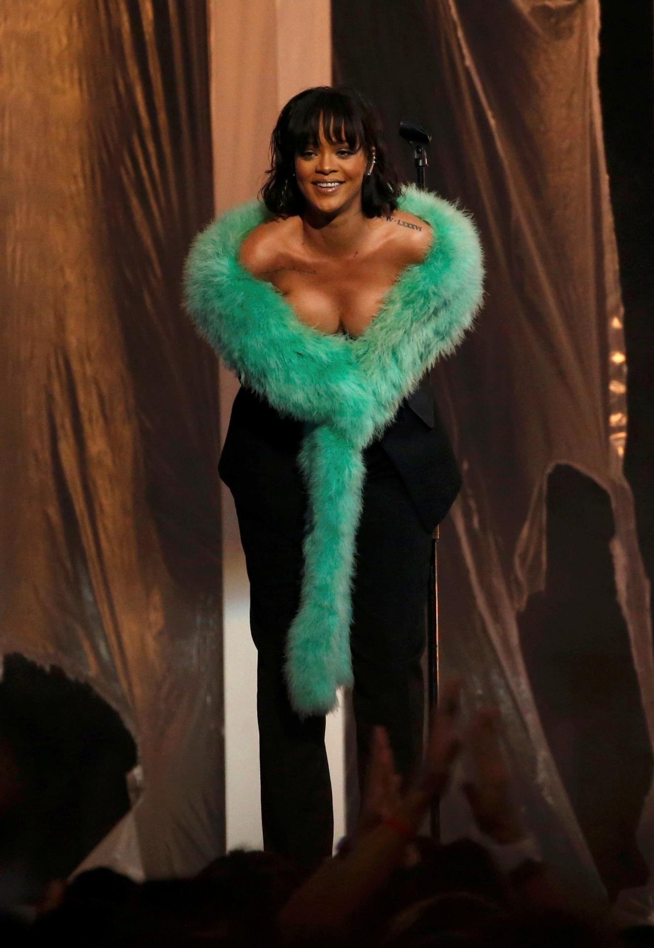22.mai.2016 - Rihanna depois de se apresentar no Billboard Awards, em Las Vegas