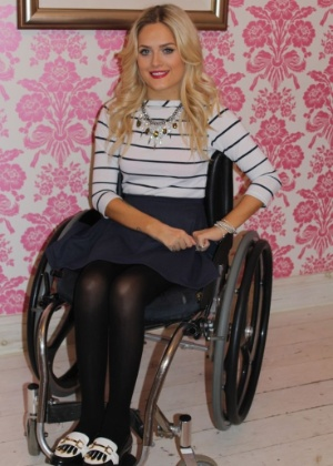 http://imguol.com/c/entretenimento/e8/2015/09/04/jordan-bone-contou-que-ficou-na-cadeira-de-rodas-apos-acidente-de-carro-1441381940896_300x420.jpg